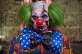 Un clown zombie